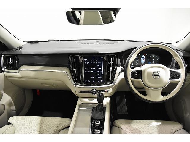 自然の素材を存分に使う、VOLVOらしい北欧家具にも通じる、落ち着いた車内空間