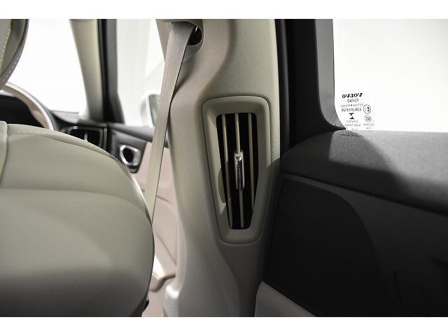 Bピラーには、後席用のエアコン吹き出し口が装備されます。後席の方もかいてきです。