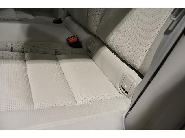 ISOFIXチャイルドシートアタッチメントは後席左右シートに装着されます。 金具での固定ですので、チャイルドシートをしっかり固定できます。