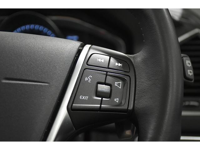 ステアリングスイッチ右側は、オーディオコントロール、ジョグダイアルとOKでナビゲーションのほとんどの操作が可能です。