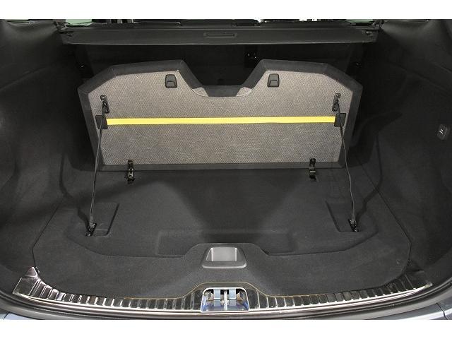 フロアボードーを立て少量のお荷物を移動しないように固定をしたり、黄色のゴムバンドに、簡易的にお荷物を固定できます。