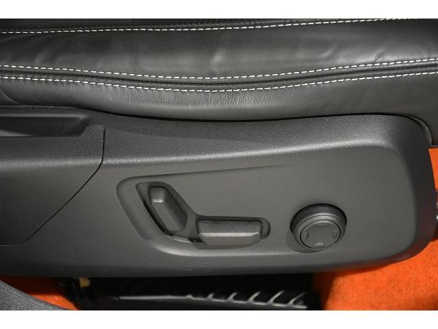運転席助手席ともにパワーシートです。運転席は2つのシートポジションがメモリー可能です。