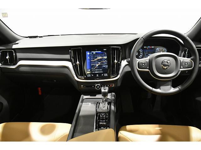 北欧家具同様にエレガントで落ち着きのある空間にデザインされたインテリアは車内を特別な空間に演出