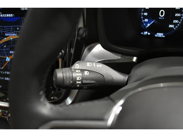 ヘッドライトスイッチはウインカーレバーに装備されます。