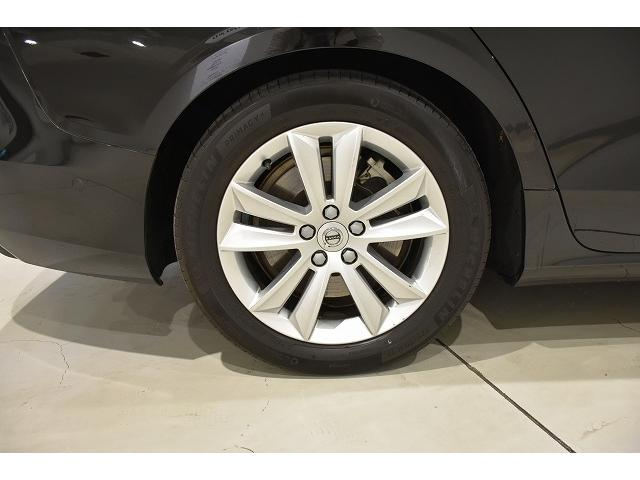 225/50R17サイズタイヤです。乗り心地と、走行性能のバランスが取れたサイズです。