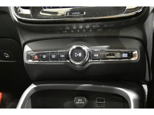 オーディオコントロールのスイッチがセンターコンソールシフト前に備わります。