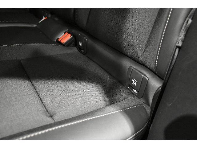 リアシート左右席にはISO FIXアタッチメントが装備されます。ISO FIX対応チャイルドシートが金具でがっちり固定できます。