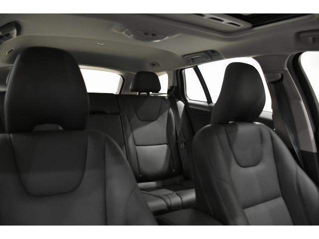 ヘッドクリアランスも十分なV60の車内空間 ガラスサンルーフ付きのClassicなら解放感も味わえます