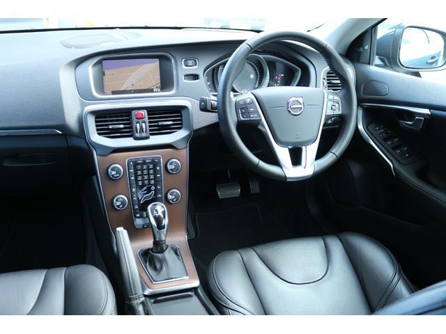 リアシートのシートバックは、十分な高さを持ち、前席と同様に、長距離ドライブでも疲れにくいシートです。