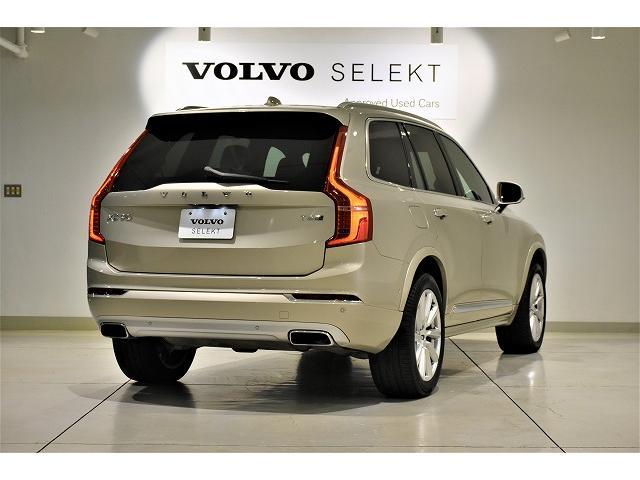 誰もがVolvoと一目でわかるテールデザイン。縦型の大きなテールレンズは、後続車への安全のためのアピールも忘れません。