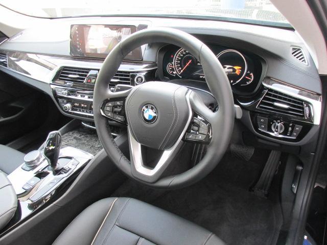 BMW BMW 530iラグジュアリー ハイラインパッケージ ブラックレザー