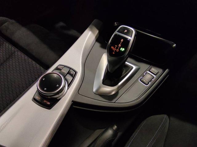 320iツーリング Mスポーツ クルーズコントロール コンフォートアクセス オートトランク パドルシフト ETCミラー バイキセノンライト 電動シート オートライト バックカメラ 純正Iドライブナビゲーションシステム(11枚目)