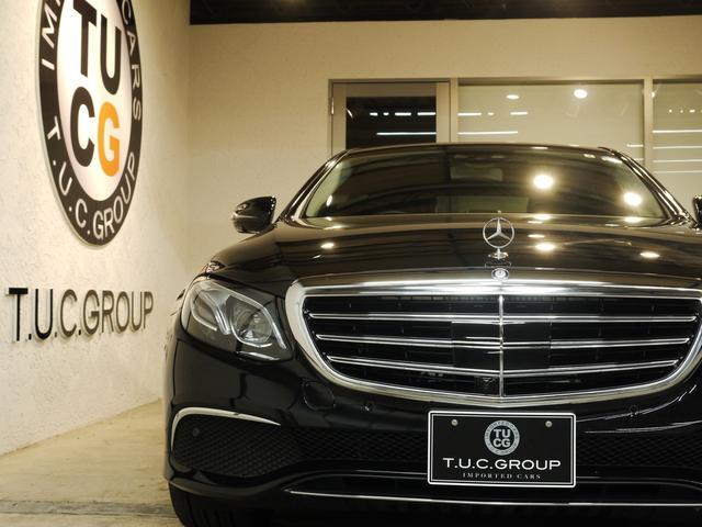 E400 4M エクスクルーシブ 1オナ 黒革 新車保証付(2枚目)
