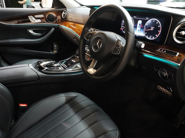 E400 4M エクスクルーシブ 1オナ 黒革 新車保証付(3枚目)