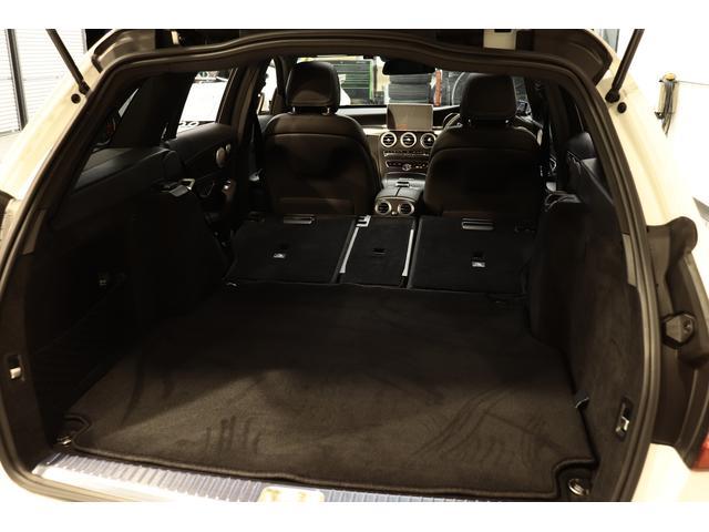 分割可倒式リアシートを採用していますのでシートを倒すとより広大なスペースが利用可能!ワンタッチで開閉が可能な自動開閉テールゲートや、足をかざすだけで開閉可能なフットトランクオープナーも搭載!