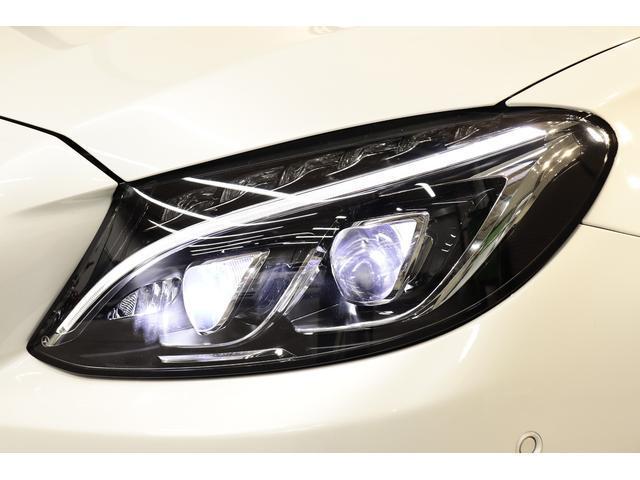 視認性に優れたLEDハイパフォーマンスヘッドライトを搭載!交通状況に応じて様々な配光モードで運転手の視野をサポートするインテリジェントライトシステムや光軸の自動調整を行うアダプティブハイビームも搭載!