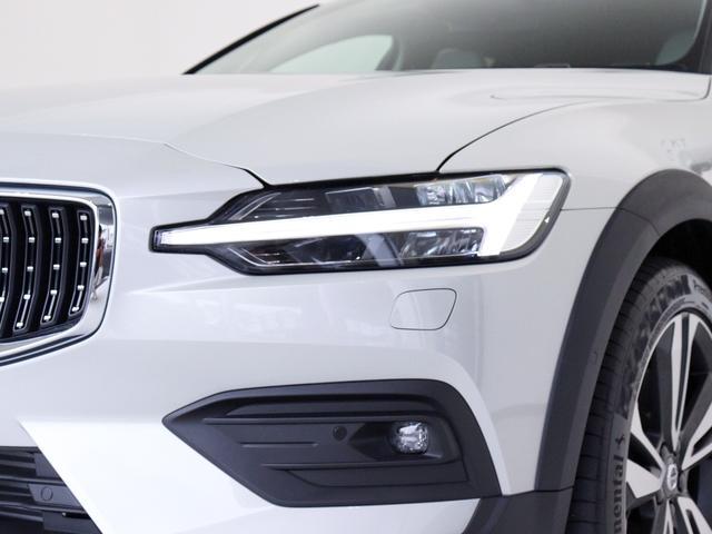 クロスカントリー T5 AWD プロ 2020年モデル バーチライトメタリック ブロンドレザー リアカメラ&360度カメラ LEDヘッドライト キーレス harman/kardonプレミアムサウンド シートヒーター シートエアコン(13枚目)