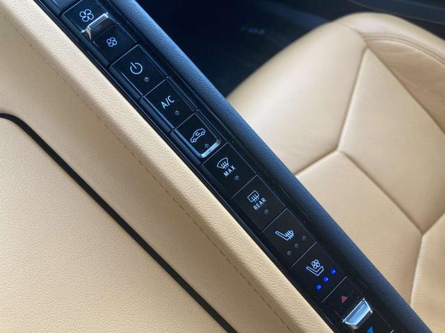 C8 2LT Z51パフォーマンスPKG フロントリフター 8速デュアルクラッチ 可変マフラー 左ハンドル Bremboアンチロックブレーキ デジタルインナーミラー ヘッドアップディスプレイ パドルシフター ソフトクローズリアハッチ ガラスエンジンフード(27枚目)