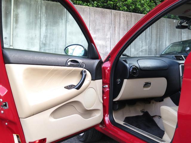 バックカメラ画像、リアには駐車時に大変便利なバックカメラ装備、駐車時・バック時室内のナビモニター画面で障害物をカラー表示で確認出来、バックギアに連動して表示することが出来る便利な機能付バックも楽々可能