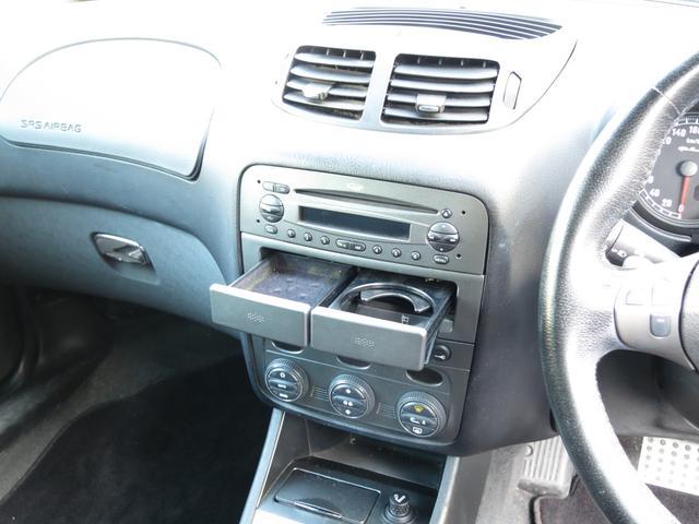 上段にエアコン吹出口純正CDオーディオ中段カードケース・カップホルダー下ハザード、フォグ、ドアロック、リアハッチスイッチ下段粉塵除去ポ-レンフィルタ付左右独立温度調節機能付フルオ-トエアコン装備です