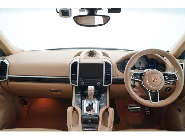 運転席からの眺めです。SUVならではの視界の良さが特徴です。