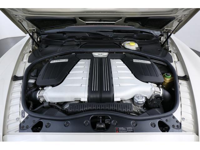 搭載エンジンは6.0L W12気筒ターボエンジンとなっております!