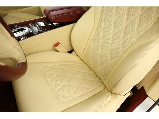 運転席・助手席ともに非常に綺麗な状態を保っており、コンディション良好です!