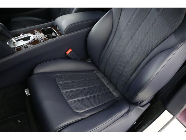 パワーシートも装備されておりますのでシートの調節は楽々行えます!