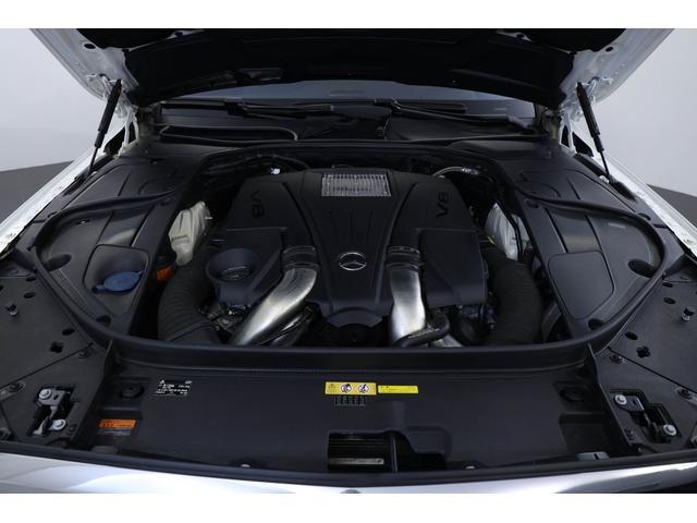 4.7リッターV型8気筒エンジンを搭載。必要にして十分なパワーを備えております。