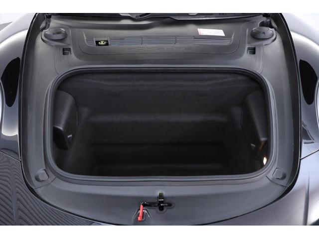 フロントに荷物スペースが御座います。深さがあり、大きい荷物にも対応できます。