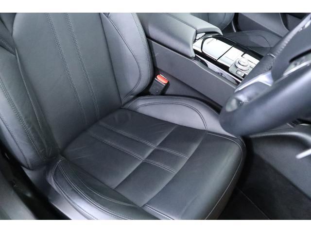 ドライバーズシートは綺麗な状態で、気になるスレや汚れ等が無くご安心頂けます!