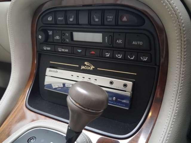 ジャガー ジャガー XJ エグゼクティブ4.0-V8オフホワイトレザー天張張替