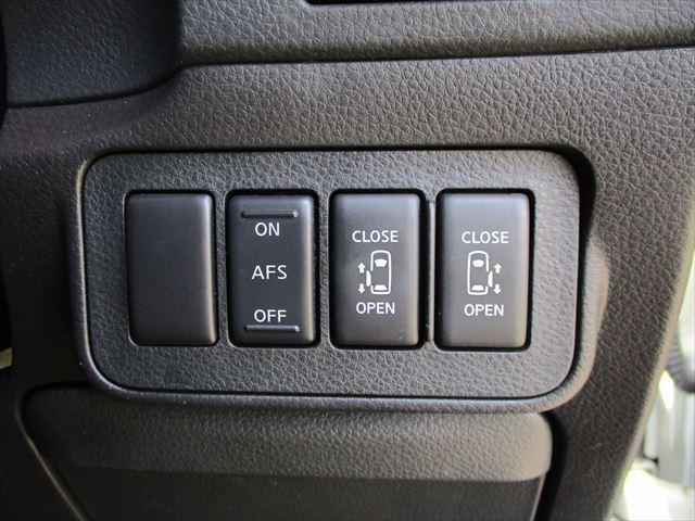 両側オートスライドの操作は、運転席での操作が可能!便利さも機能性も◎です♪☆エルグランド☆中古車 お任せ下さい!