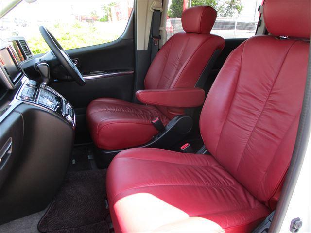 車内の雰囲気も高級感溢れるインテリア&レザーシート!キズや擦れに対する耐性も強く、万が一汚した時のお手入れも楽々です!