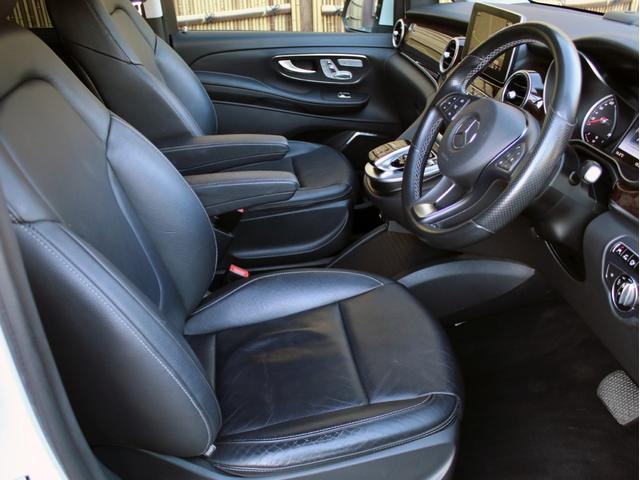 使用感の少ないとっても綺麗な黒本革シート!メモリー機能付パワーシート&シートヒーターも装備しております。