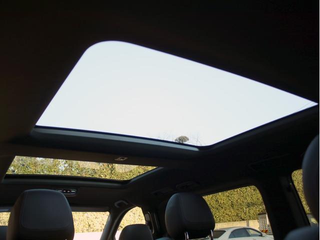 V220d スポーツ ロング レーダーセーフティ 360°カメラ 禁煙 HDDナビ 地デジ シートヒーター パノラミックスライディングルーフ 両側パワースライドドア パワーバックドア AMG19インチアルミホイール(24枚目)