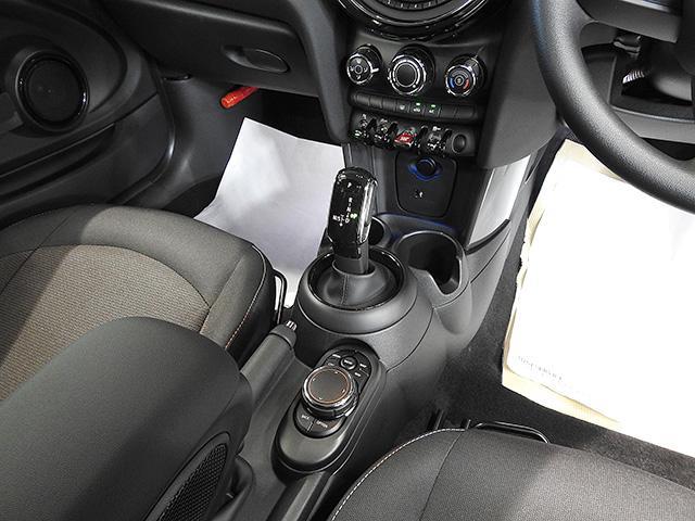 ワン バックカメラ 前後障害物センサー 登録済未使用車(3枚目)