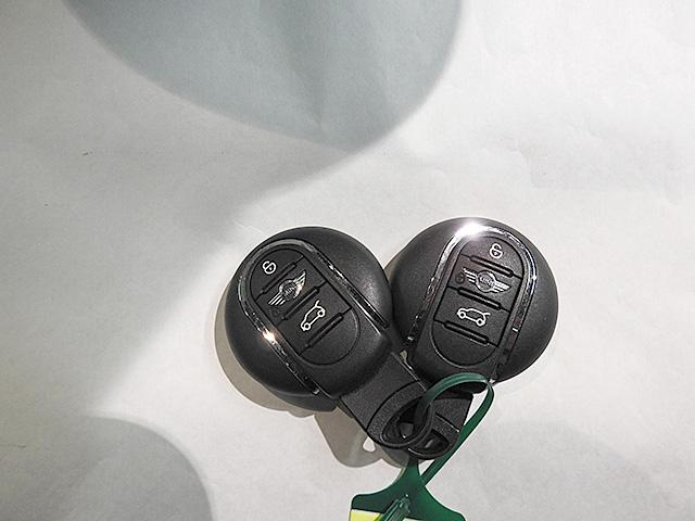 丸を基調としたMINIらしいデザインの鍵です。2個付属しています。