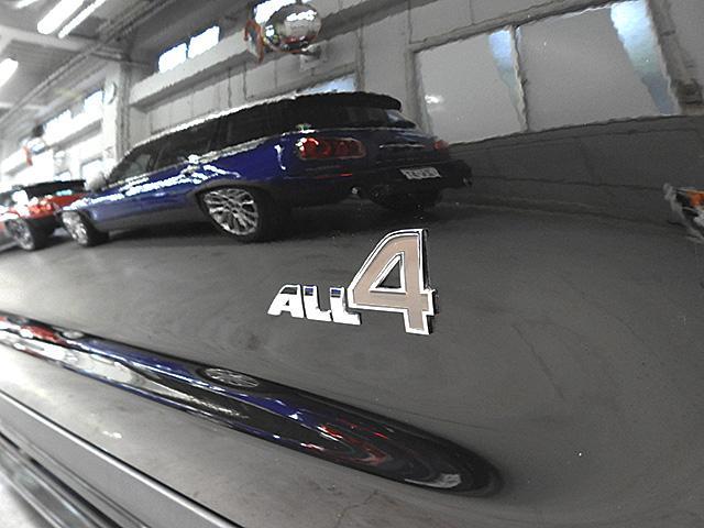 インテリジェント4WD/エンジンの駆動トルクをフロントとリアアスクル間で無段階に分配します。