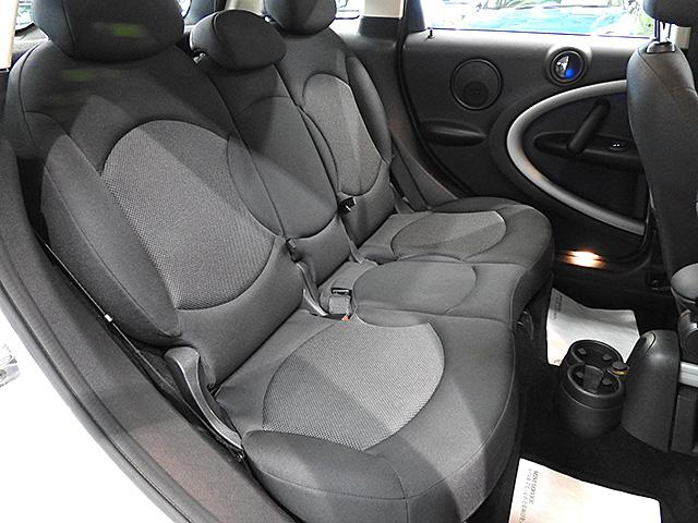 リアシートにはISO-FIX標準装備。ベビーシートやチャイルドシートをしっかり固定できます。