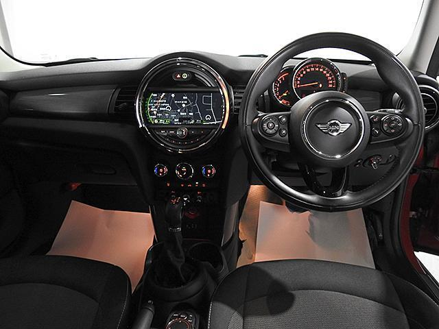 クーパーD 2年保証 ACC HDDナビ バックカメラ&PDC ETC オートライト オートワイパー 白ボンネットストライプ ユニオンジャックミラーカバー LED 15AW ワンおーあー 禁煙車 認定中古車(4枚目)