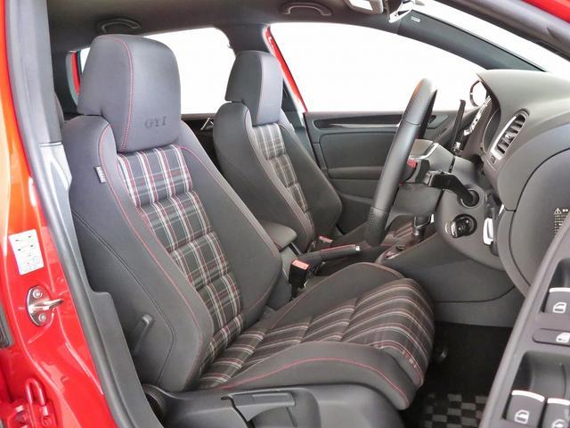 運転席の写真ではシートの状態や乗り込む際の瞬間のイメージを御確認ください。ヘタリやほつれ、ほころび、シワ等々細部にわたり御確認ください。0066-9700-8191へ御気軽に御問合せください。