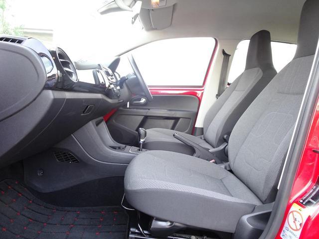 リアシートは高い着座位置で見晴らしがよく、頭上や足元の空間も十分に確保されているので快適に過ごせます!