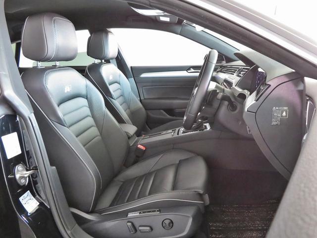 当然レザーシートですが、運転席にはマッサージ機能が付いています??R-lineなので背もたれにRのマークが