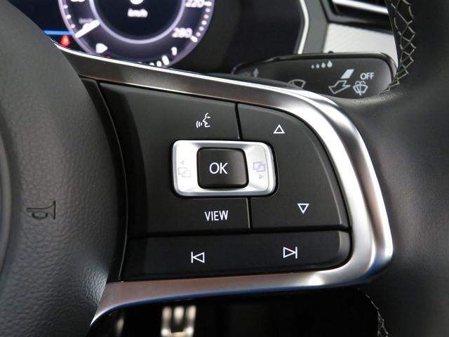 ハンドルスイッチの右側には車のさまざまな機能設定変更の選択ボタン。ハンズフリー電話受信スイッチがつきます。 もちろんマニュアルミッション操作のパドルスイッチ付です。