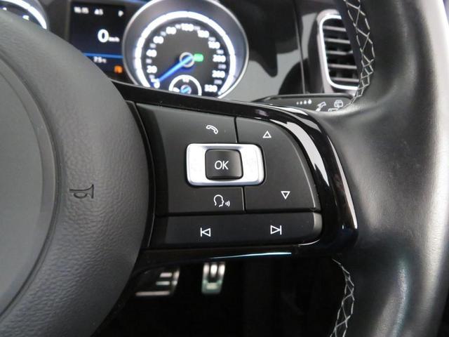 こちら側は車両のいろいろな設定が可能です。 パドルシフトが付いてますのでマニュアルシフトが可能です。