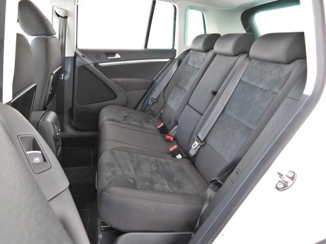 運転席シートは程よいホールド感を保ちながら、アルカンターラ素材を採用して長距離の移動でも疲れを感じさせない作りになっています。