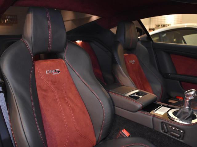 アストンマーティンという自動車メーカーの性格がこのクルマには表れています。ジェントルな外見に反して、心臓部は燃え滾るように熱く刺激的でパワフルです。