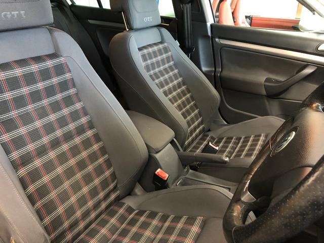 お好みの高さに調節可能なシートリフター付きフロントシート