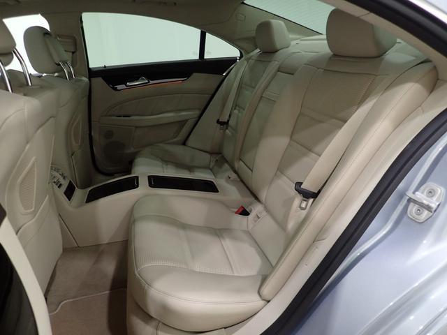 CLS63 S 4マチック絹ベジュ革スポ席前後もみ冷席(17枚目)